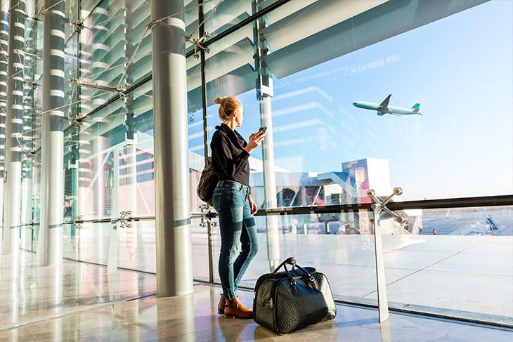 As principais situações que causam overbooking e, em consequência, a preterição de passageiros são: