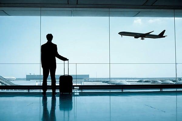 Atraso ou cancelamento de voo por mau tempo gera indenização [Exemplo]