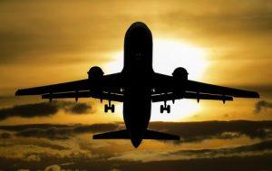 Passageiros recém-casados perdem um dia de lua de mel em razão de atraso de voo e são indenizados