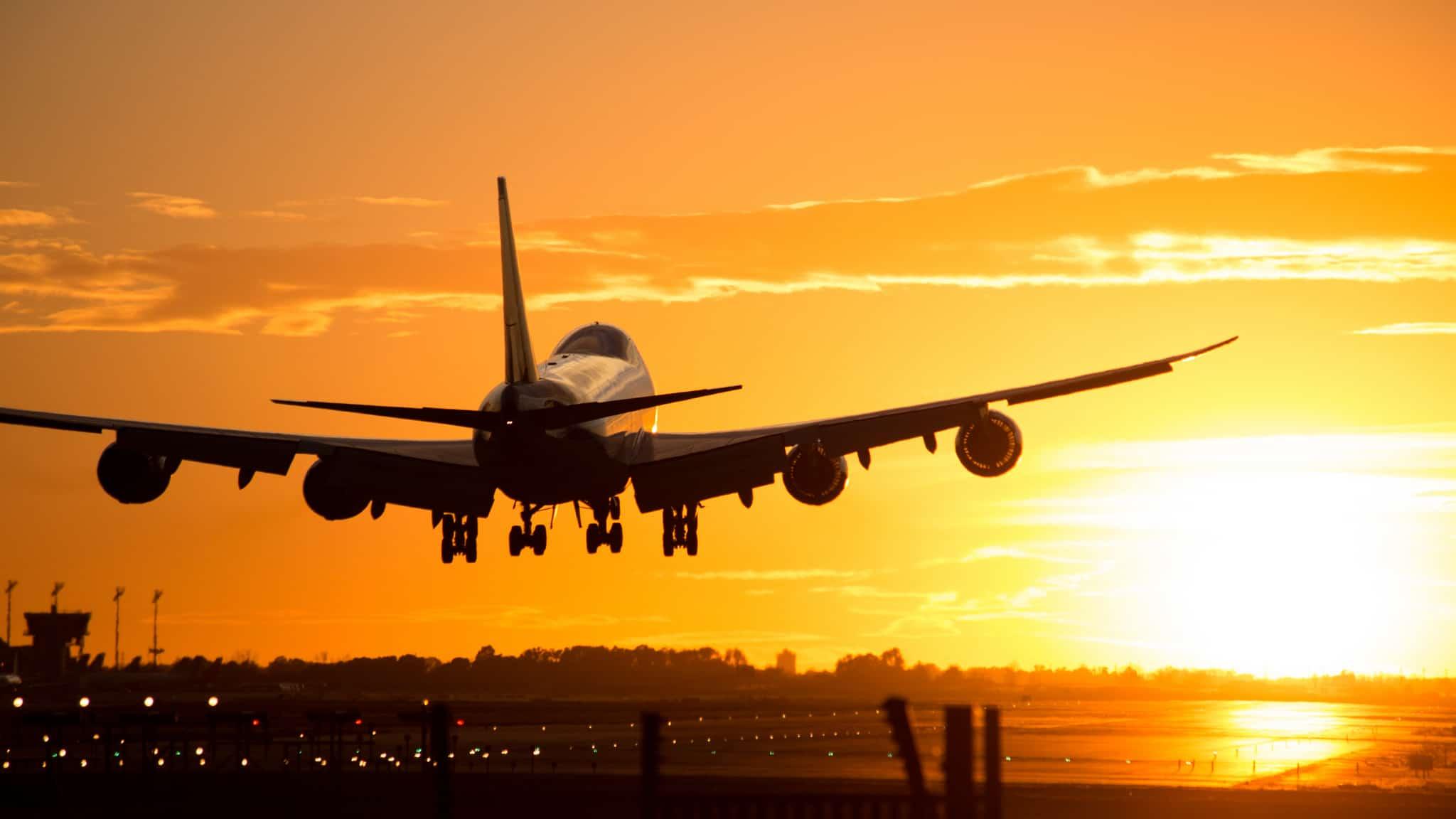 Antecipação do horário do voo gera dever de indenizar
