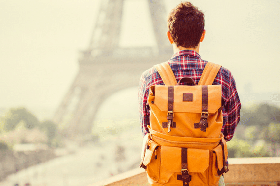 Voo cancelado impede adolescente de voltar para o Brasil após intercâmbio