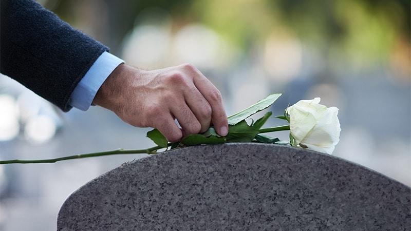 Passageiras perdem funeral do pai em razão de atraso de voo e empresa aérea deverá indenizá-las