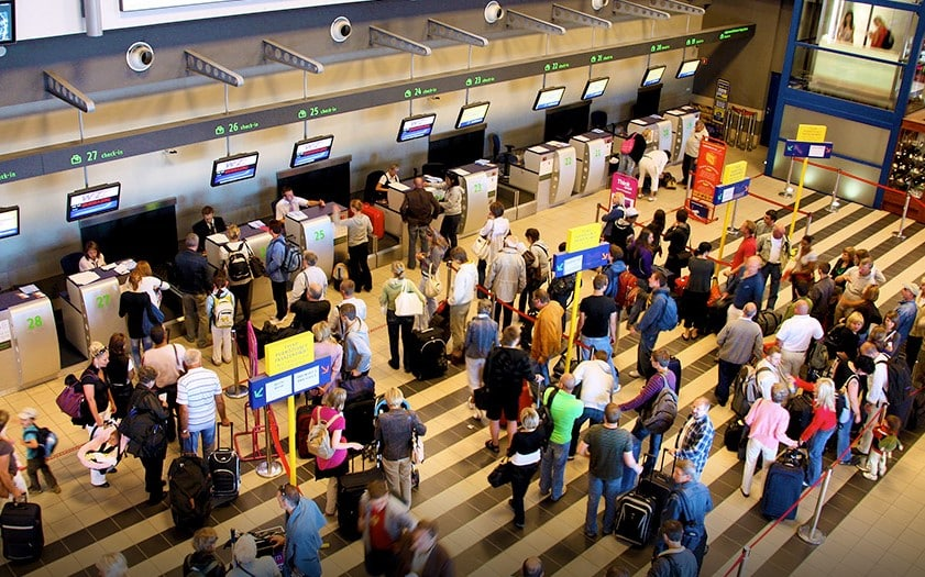 Empresa aérea deve se responsabilizar pelo cancelamento de voo causado por excesso de tráfego aéreo [Exemplo]