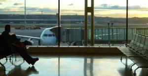 Tarifa de embarque: conheça as hipóteses de devolução em casos de atraso e cancelamento de voo