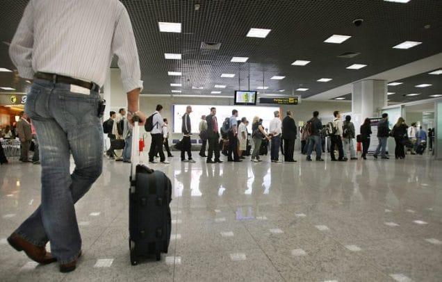 Passageiro que perdeu o voo em razão de longa fila para check in deverá ser indenizado pelos danos sofridos