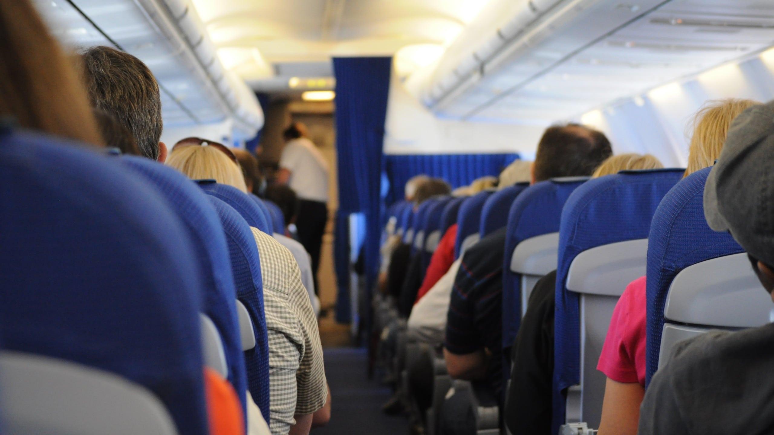 O passageiro deve ser indenizado pelos danos sofridos em razão da alteração do horário de seu voo