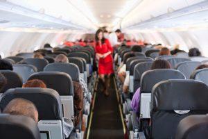 Danos morais: empresa aérea pressiona passageiros a desistirem da viagem sob ameaça de cancelamento do voo