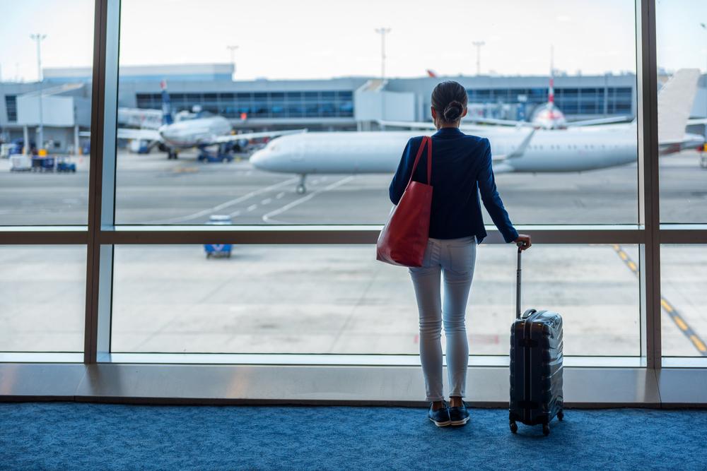 Cancelamento de voo de volta automaticamente é proibido: saiba como exigir a indenização