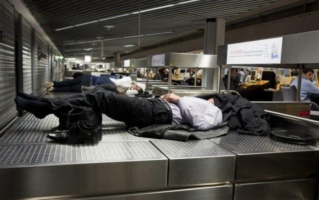 Passageiro sem assistência em cancelamento e atraso de voo: identifique o seu caso e exija seus direitos