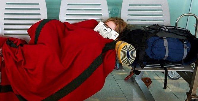 Atraso de voo envolvendo adolescente desacompanhado: saiba como proceder e receber uma indenização